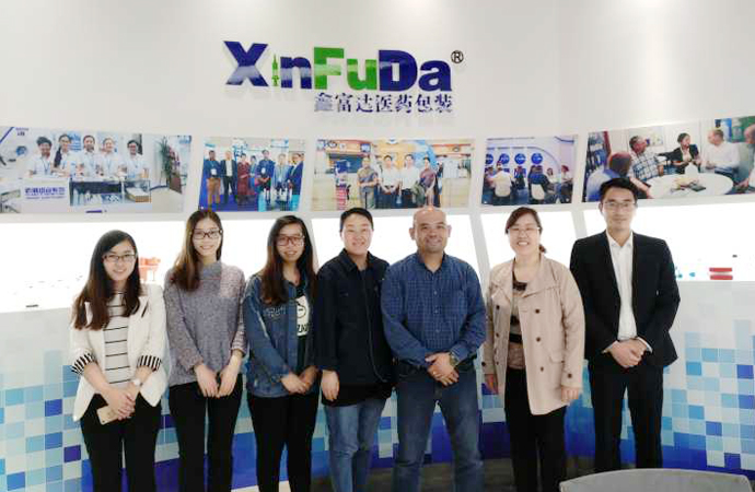 Customers from Hongkong visits our factory