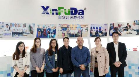 Customers from Hongkong visits our factory